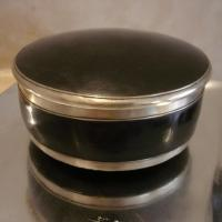 BOX : level 2 - height 5cm x diam 12cm - with lid ; meticulous inside's finishing
